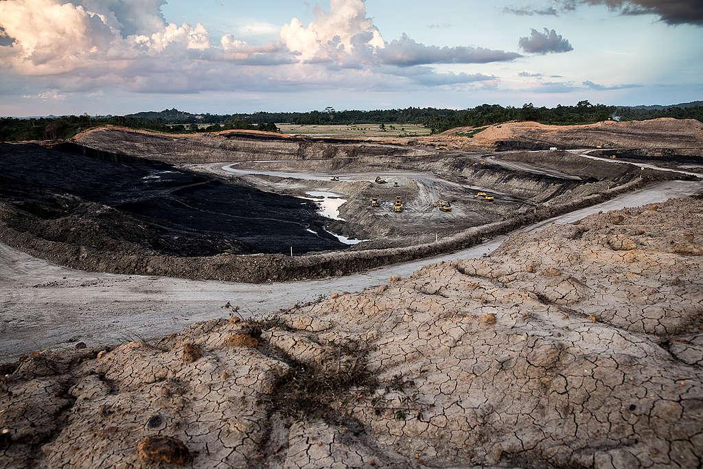 Open-pit Coal Mine in Indonesia. © Kemal Jufri / Greenpeace