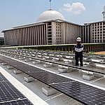 Solar Panel in Istiqlal Mosque, Jakarta. © Yorri / Greenpeace