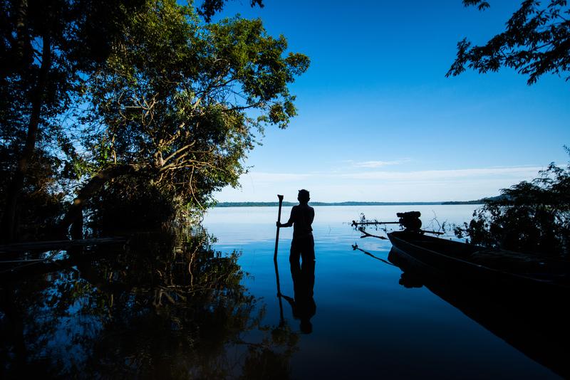 Munduruku in Tapajós River in the Amazon Rainforest © Valdemir Cunha / Greenpeace