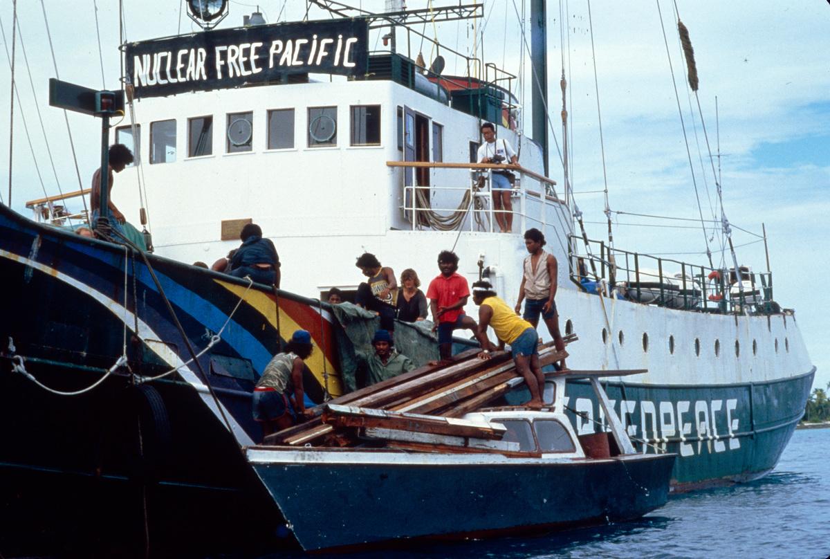 Evacuation of Rongelap Islanders to Mejato © Greenpeace / Fernando Pereira