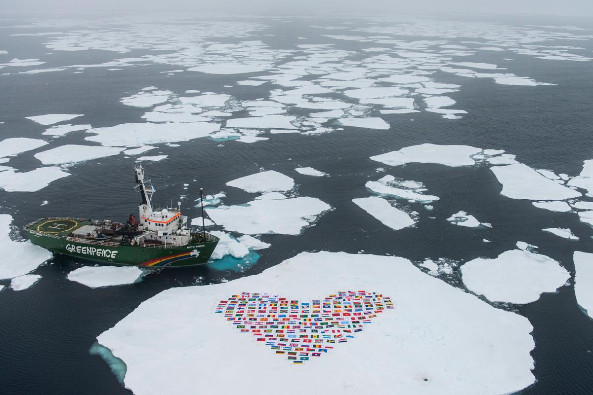 Flags Heart in the Melting Arctic © Daniel Beltrá / Greenpeace