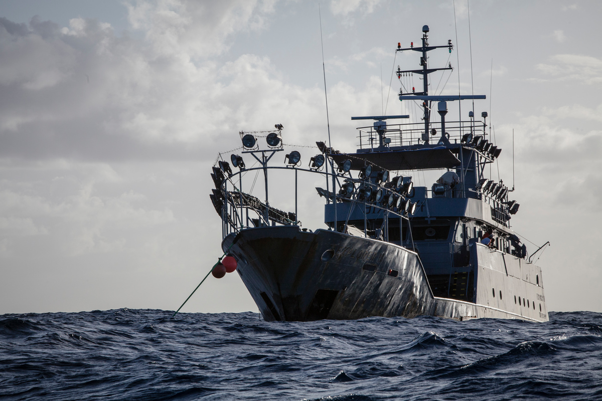 Supply Vessel Explorer II in the Indian Ocean © Will Rose / Greenpeace