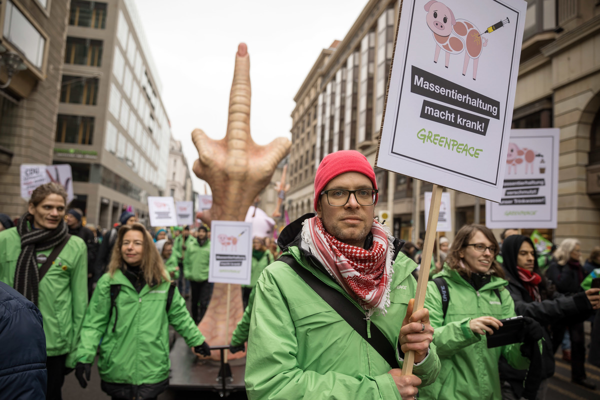 """""""We Have Had Enough"""" Demonstration in Berlin © Gordon Welters / Greenpeace"""