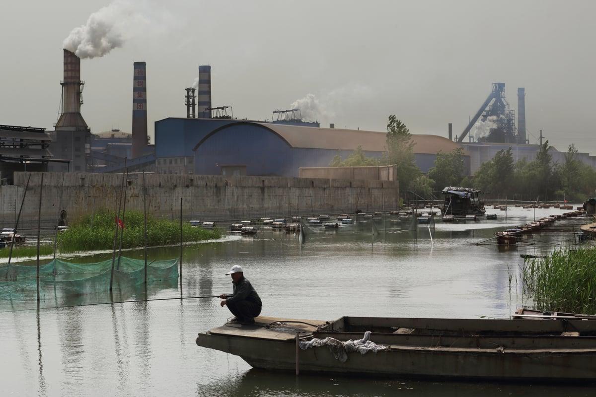 Xuzhou Steel Group's Plant near Weishan Lake © Lu Guang / Greenpeace