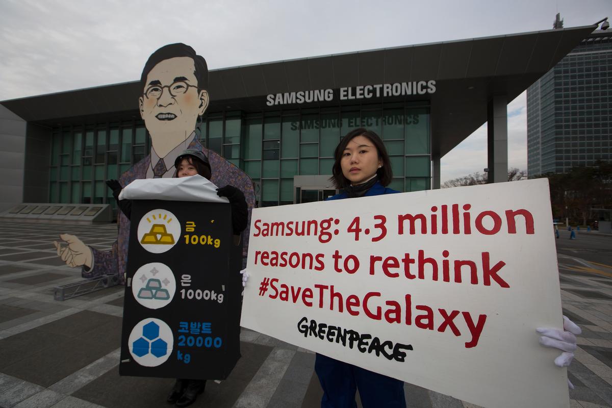"""Save the Galaxy"" Action at Samsung Electronics HQ in Korea © Jung Taekyong / Greenpeace"