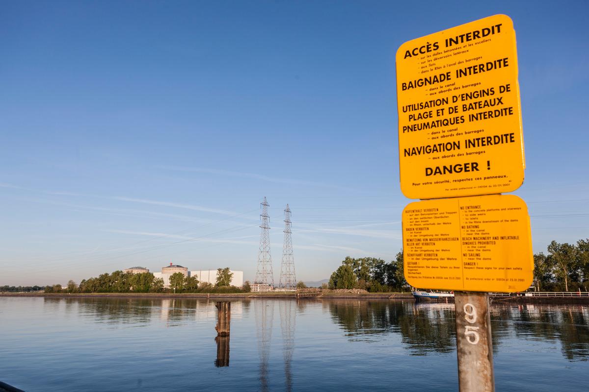 Nuclear Power Plant Fessenheim in France © Bernd Lauter / Greenpeace