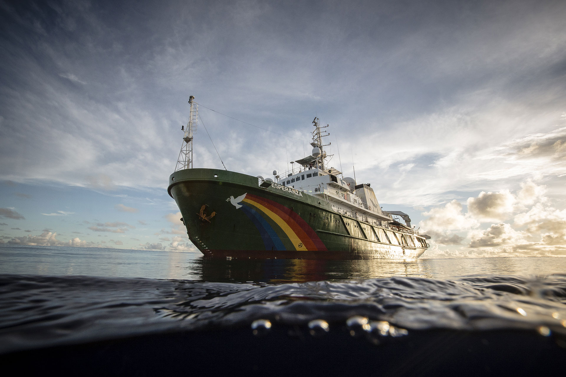 MY Esperanza in the Indian Ocean. © Will Rose / Greenpeace