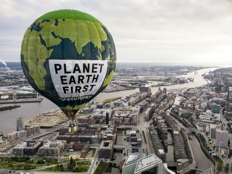 """Planet Earth First"" Hot Air Balloon Drifts over Hamburg © Greenpeace"