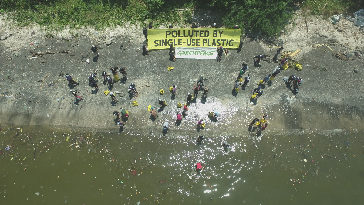 Freedom Island Waste Clean-up and Brand Audit in the Philippines © Enrico Empainado / Greenpeace