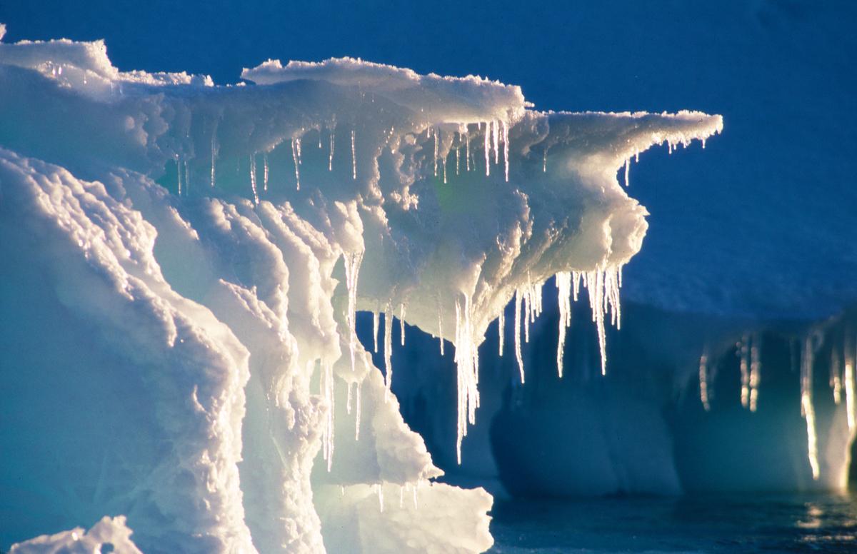 Iceberg Formation in Southern Ocean © Greenpeace / Steve Morgan