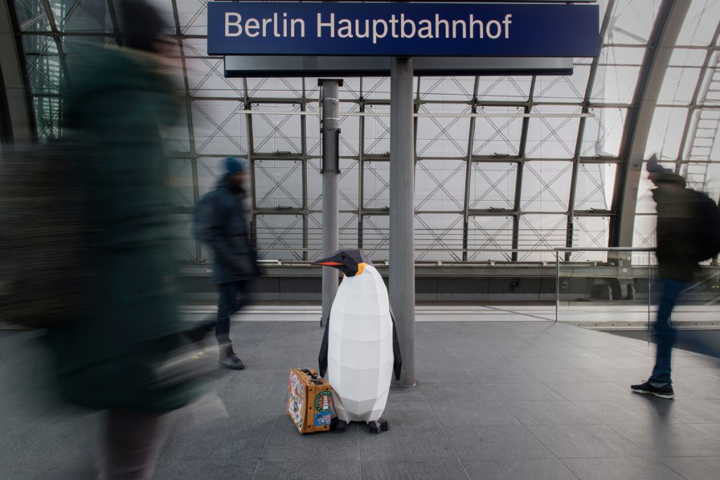 """March of the Penguins in Berlin""""March of the Penguins"""" in Berlin © Bente Stachowske / Greenpeace"""