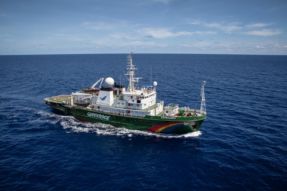 The Esperanza in the Indian Ocean © Will Rose / Greenpeace