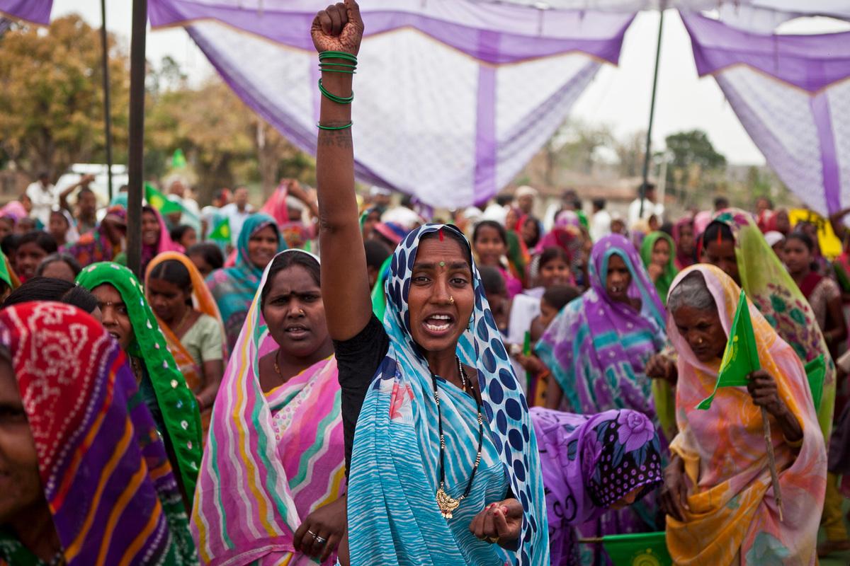 Women celebrate government's decision to stop Mahan coal block from mining © Greenpeace / Sudhanshu Malhotra.