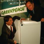 Peter Melchett (ED GP UK in 1997) and Malcolm Walker (Iceland Frozen Foods) with a GreenFreeze fridge © Greenpeace / Nick Cobbing