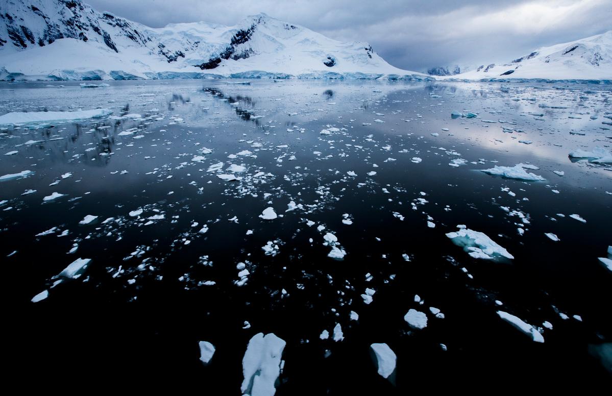 Paradise Bay in the Antarctic © Paul Hilton / Greenpeace