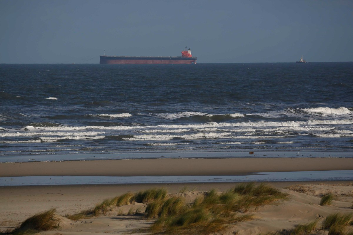 Freighter Stranded at the Wadden Sea in Germany © Joerg Modrow / Greenpeace