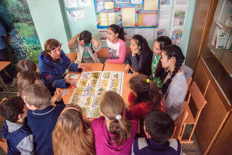 Workshop with children in Russia's Astrakhan region © Maria Vasilieva / Greenpeace