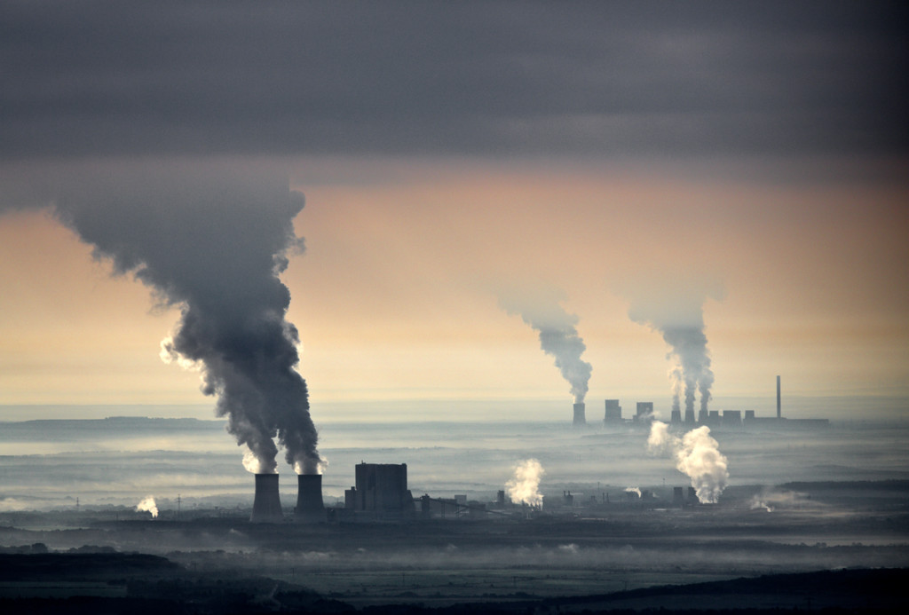Brown coal power plants operated by Swedish company, Vattenfall © Paul Langrock / Greenpeace