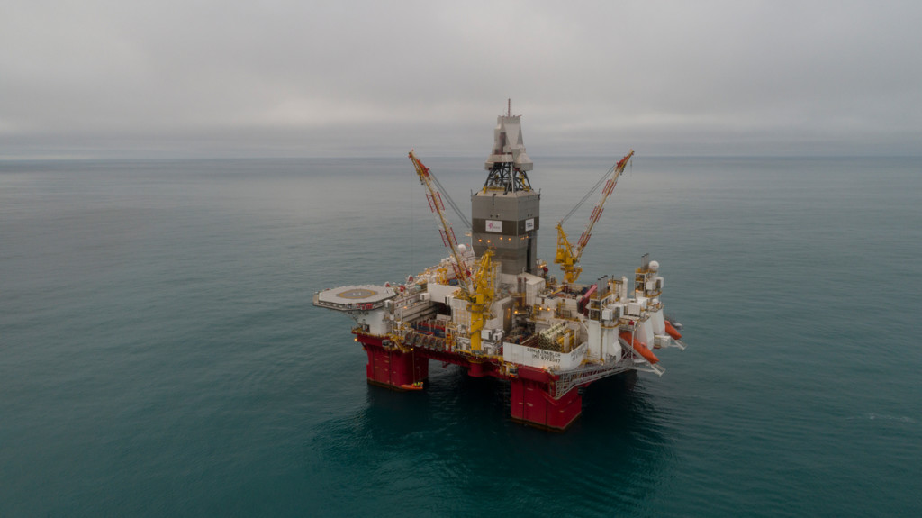Statoil oil rig in the Arctic © Christian Åslund / Greenpeace