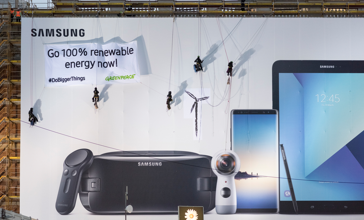 Protest in Berlin for Samsung to Commit to Clean EnergyProtest in Berlin fordert Samsungs Bekenntnis zu sauberer Energie