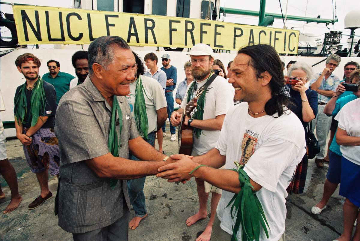 En route to French nuclear test site Moruroa the RAINBOW WARRIOR II visited Rarotonga in the Cook Islands © Greenpeace / Steve Morgan