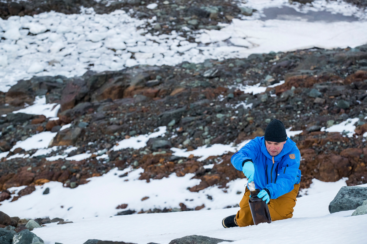 Thilo Maack takes Snow Samples in the Antarctic © Paul Hilton / Greenpeace