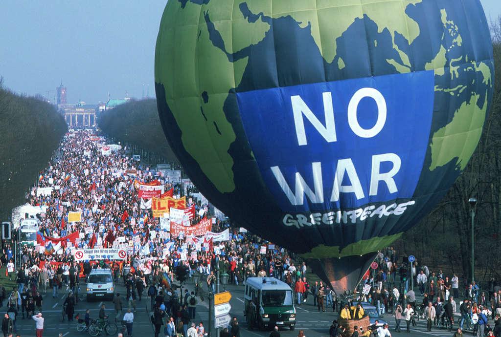 No War Demonstration in GermanyAktion gegen Irak-Krieg in Berlin © Paul Langrock / Greenpeace