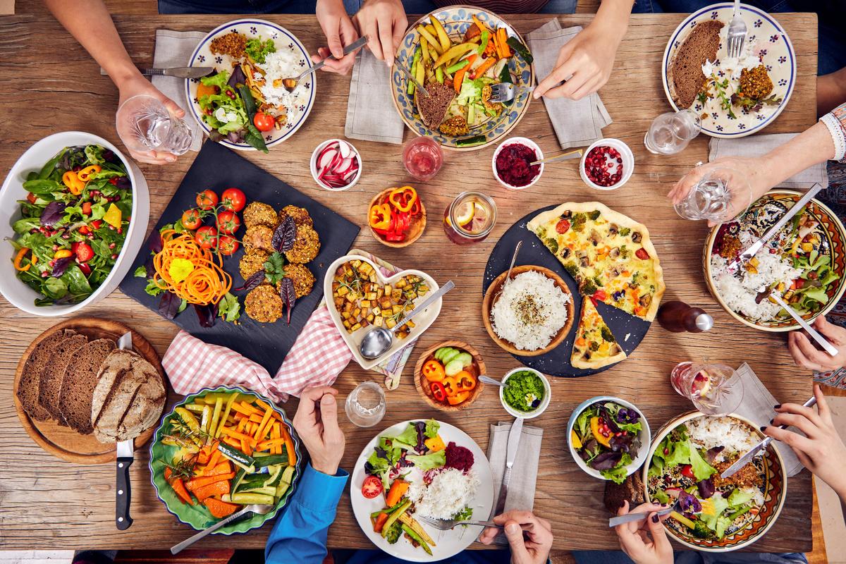 Family Eating Vegetarian Food at Home in Vienna © Mitja Kobal / Greenpeace