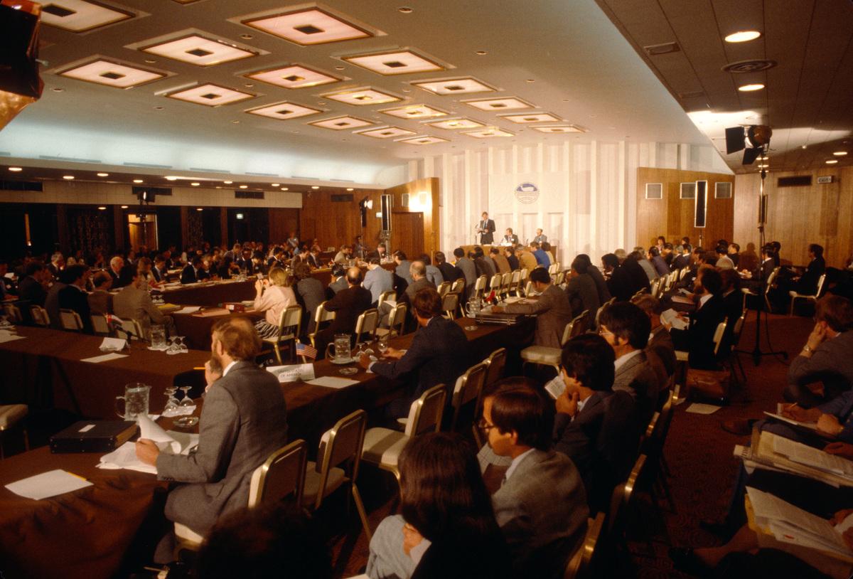 IWC conference 1981. Brighton, UK. © Greenpeace / Pierre Gleizes