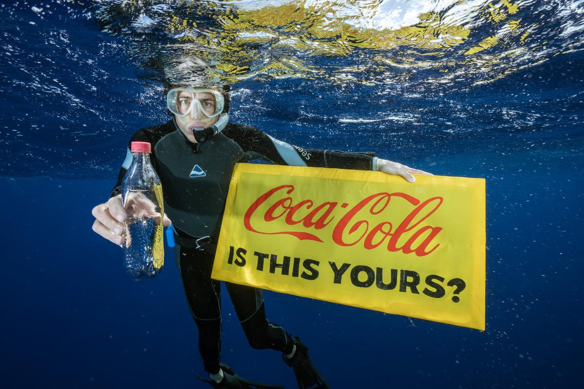 Plastic Found in the Great Pacific Garbage Patch © Justin Hofman / Greenpeace