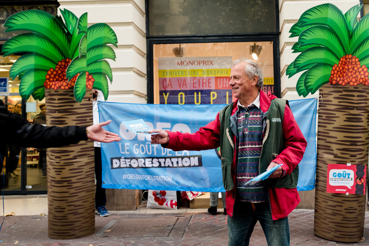 Tell Oreo to Drop Dirty Palm Oil Campaign Event in France. © Maïté Baldi