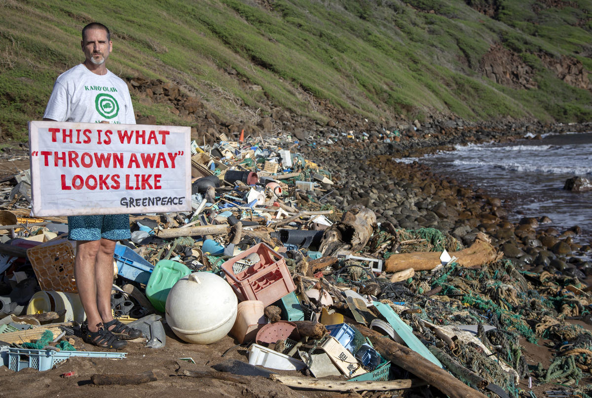 Plastic Clean Up on Kaho'olawe © Tim Aubry / Greenpeace