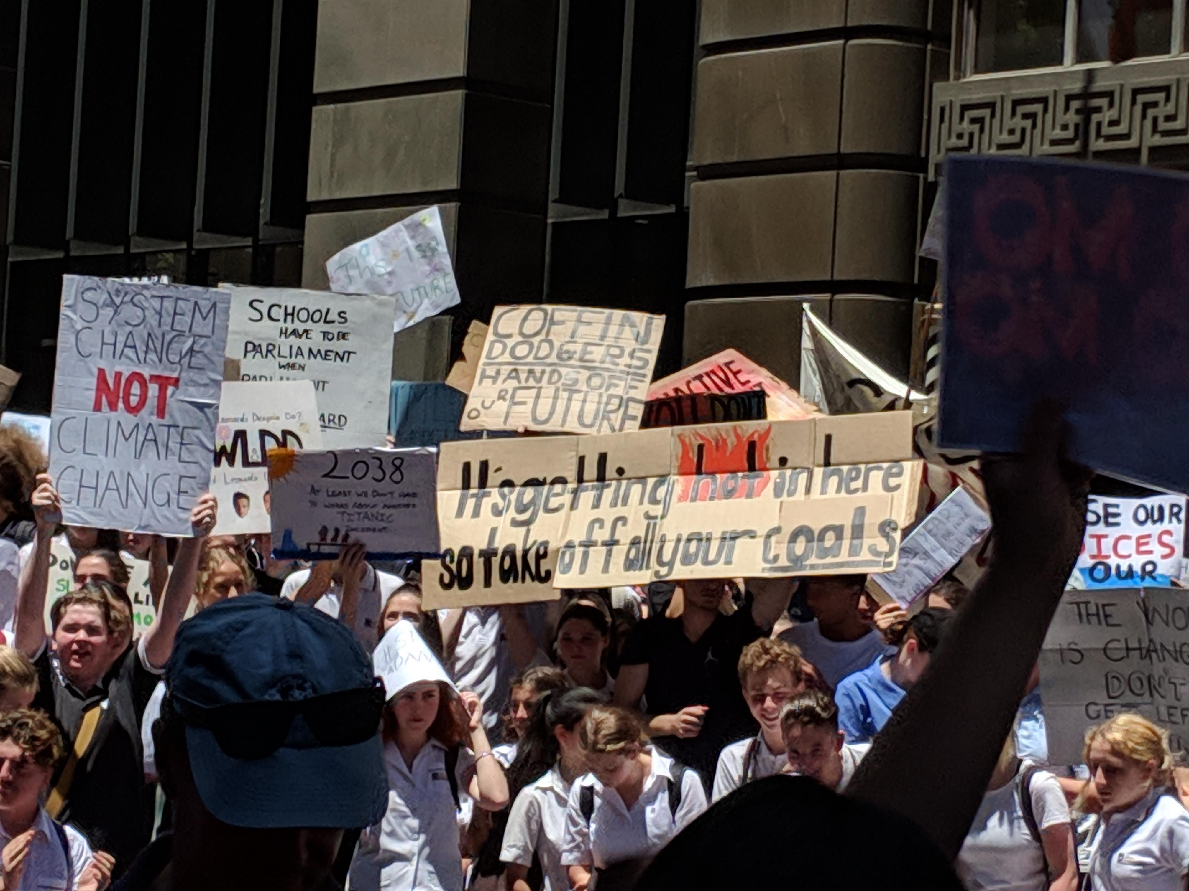 Climate strike from Australian high school students © Richard Lebenholc