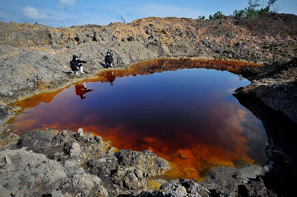 Coal Mining Site in South Kalimantan © Yudhi Mahatma / Greenpeace