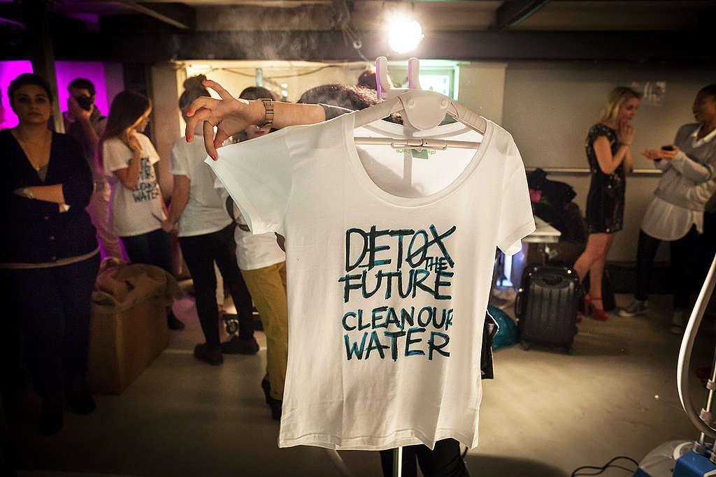 Detox t-shirts © Gordon Welters / Greenpeace