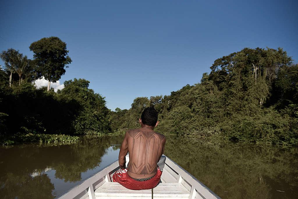 Munduruku Fishing on Lake in the Amazon. © Anderson Barbosa / Greenpeace