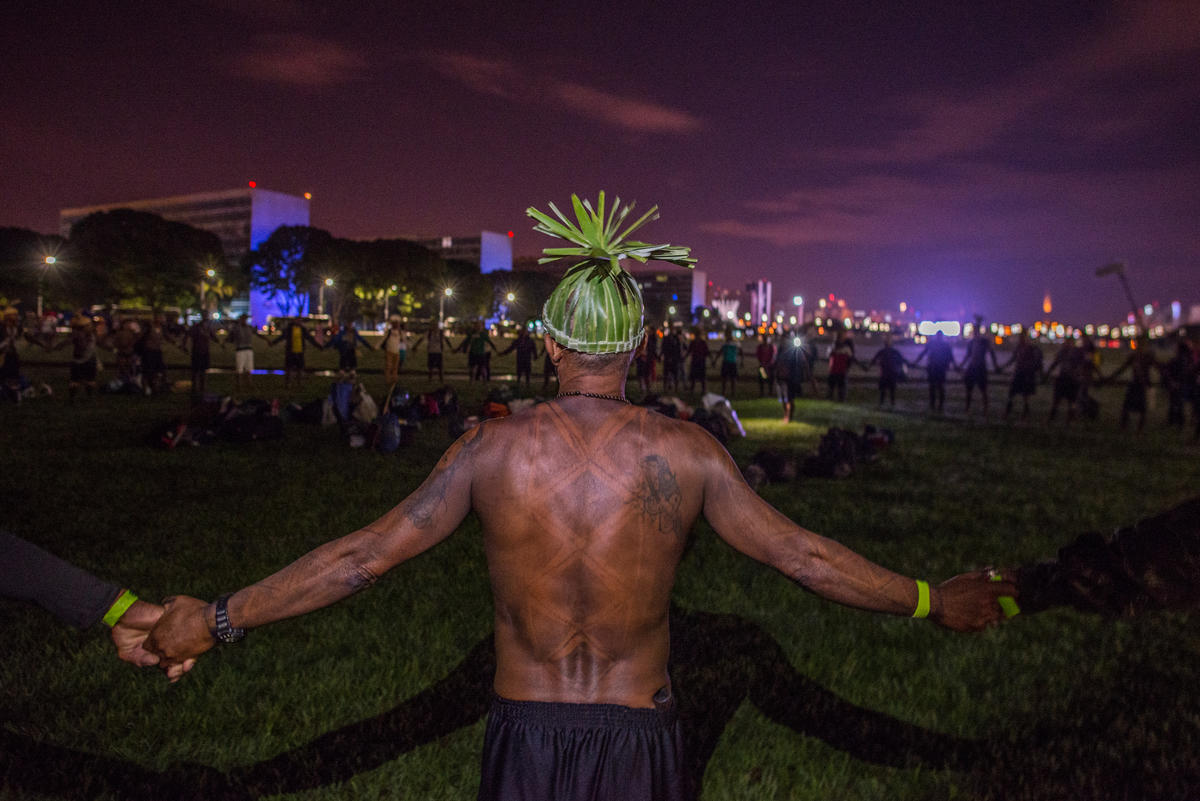 Indigenous Peoples who have traveled hundreds of kilometres assemble to support each other and fight together for their rights in the capital of Brazil. © Christian Braga / MNI