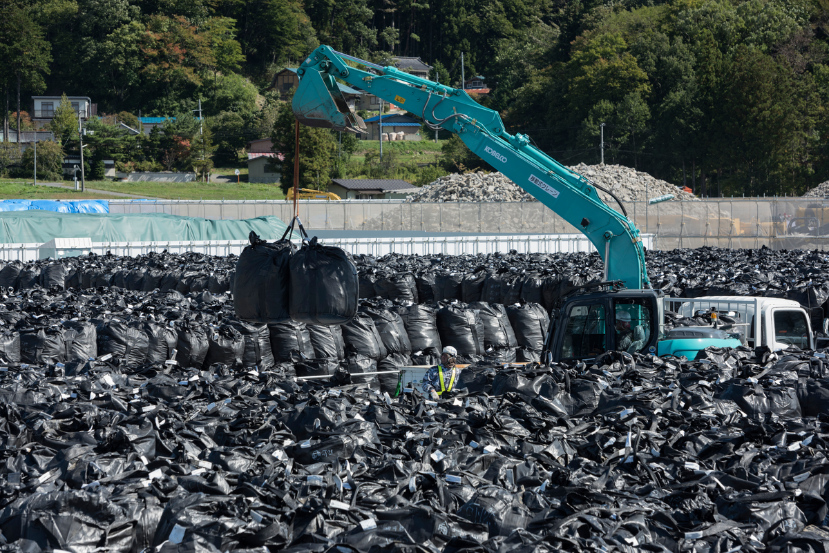 Nuclear Waste in Prefecture Fukushima. © Christian Åslund / Greenpeace