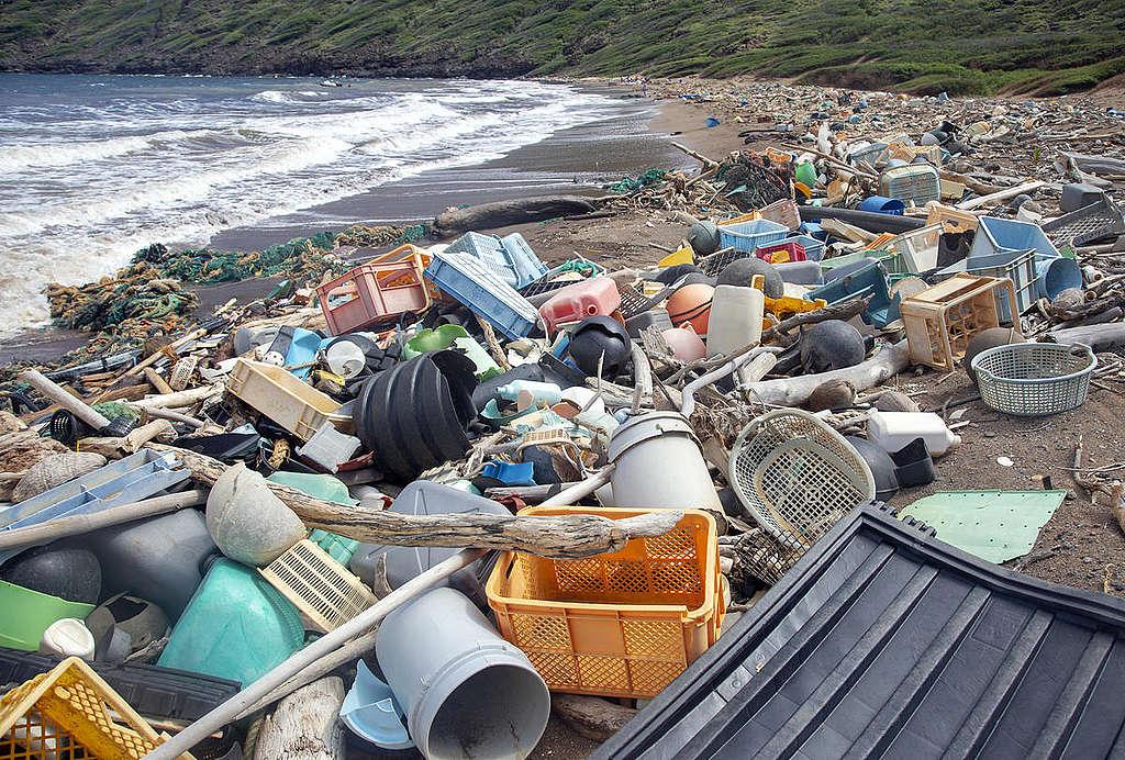 Plastic Clean Up on Kaho'olawe. © Tim Aubry / Greenpeace