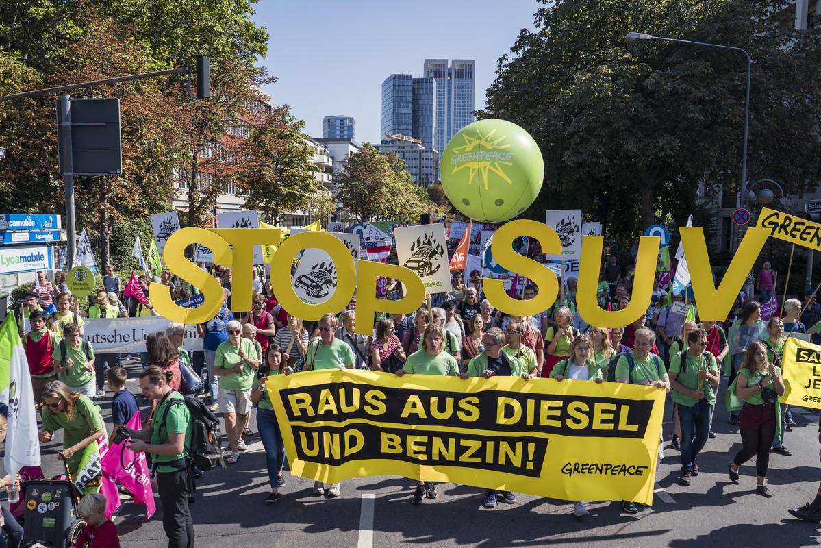 #aussteigen Demonstration and Bike Ride in Frankfurt am Main. © Kevin McElvaney / Greenpeace