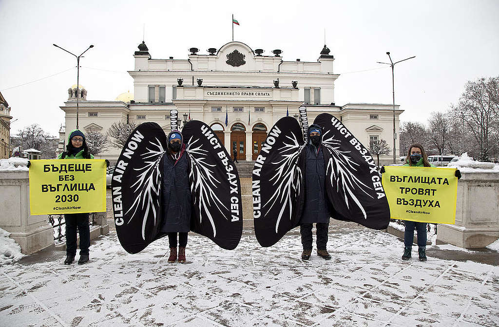 Clean Air Now Action in Sofia, Bulgaria. © Ivan  Donchev / Greenpeace