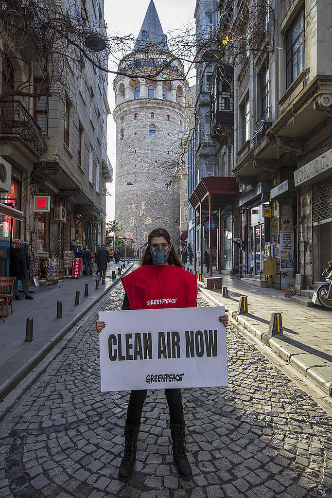 Clean Air Now Action in Istanbul. © Greenpeace