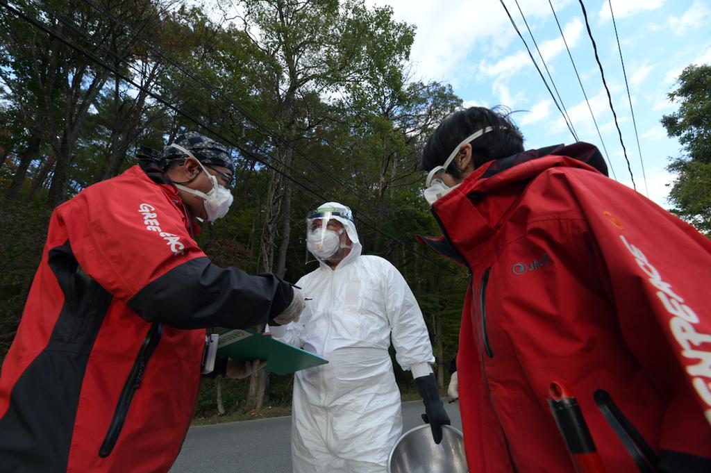Greenpeace radiation survey team in Fukushima, Japan ©︎ Shaun Burnie / Greenpeace