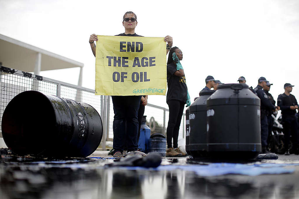 Oil Spill and Burnt Forest Action in Brazil. © Adriano Machado / Greenpeace