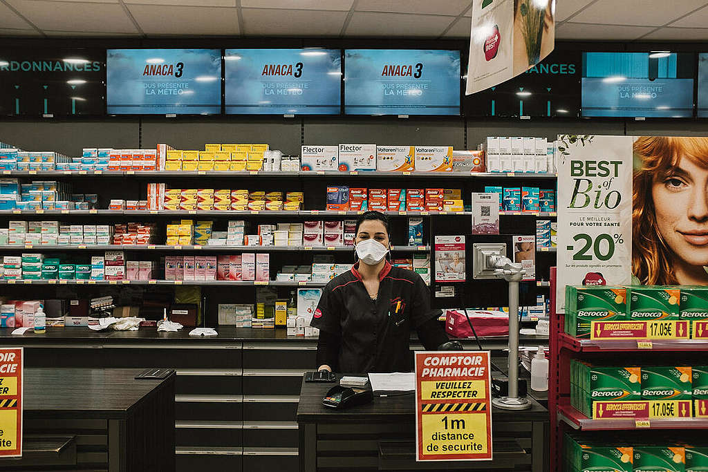 Cashier in Marseille during the Corona Virus Shutdown. © Theo Giacometti /  / Greenpeace