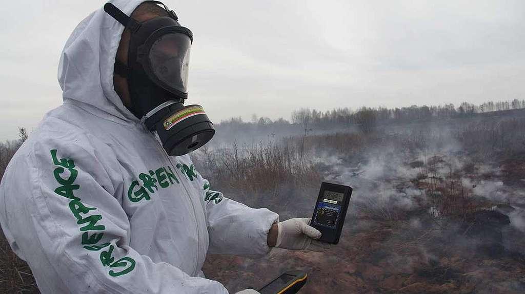 Firefighters in the Radioactive Contaminated Bryansk Region. © Vladislav Zalevskiy / Greenpeace