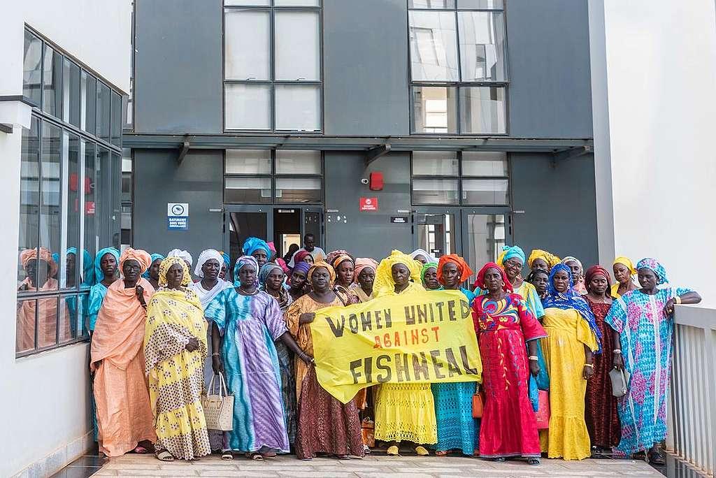Fish Processor Women at Fisheries Minister in Dakar. © Pape Diatta Sarr / Greenpeace