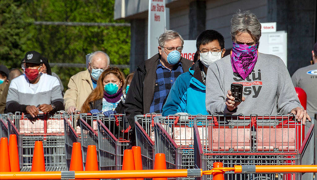 Shoppers Wear Protective Masks in Virginia. © Tim Aubry / Greenpeace