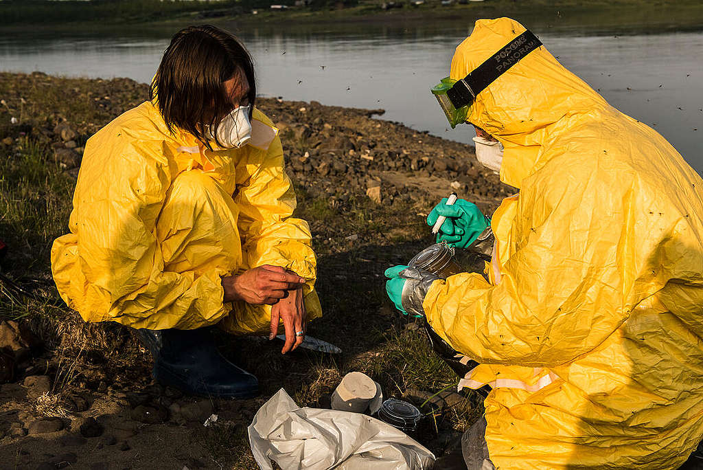 Samples Collected from Pyasina River Contaminated by Oil in the Russian Arctic. © Dmitry Sharomov / Greenpeace