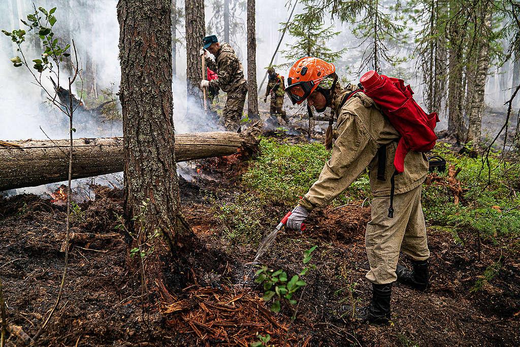 Greenpeace Russia volunteers help fight fires in the Denezhkin Kamen reserve near the Ural mountains.   © Yulia Petrenko / Greenpeace